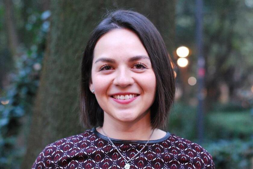 Fotografía cedida este jueves, que muestra a la abogada para políticas públicas del Grupo de Información en Reproducción Elegida (GIRE), Rebeca Loera, posando para una foto, en Ciudad de México (México). EFE/A GIRE/SOLO USO EDITORIAL