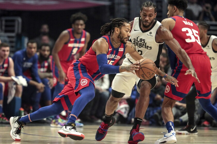 LOS ANGELES, CA, THURSDAY, JANUARY 2, 2020 -LA Clippers forward Kawhi Leonard (2) guards Detroit Pistons guard Derrick Rose (25) during first half action at Staples Center. (Robert Gauthier/Los Angeles Times)