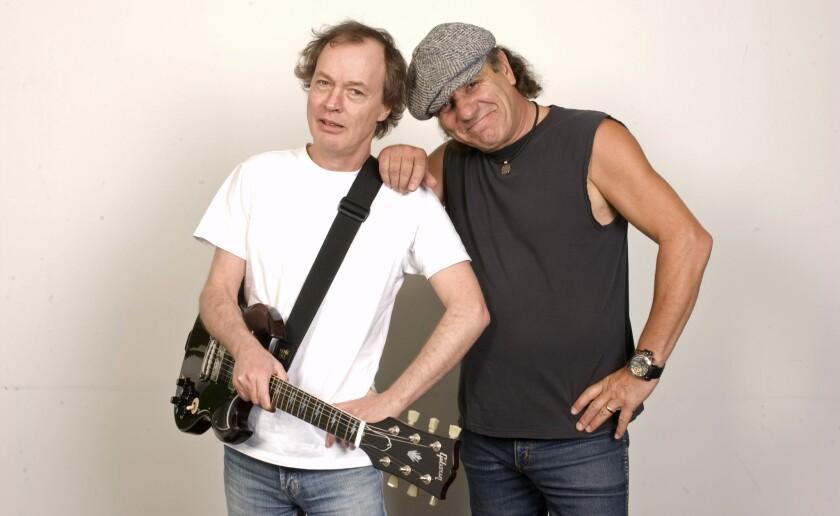 Brian Johnson (der.) al lado del guitarrista Angus Young, de AC/DC, con quien estaria trabajando nuevamente.