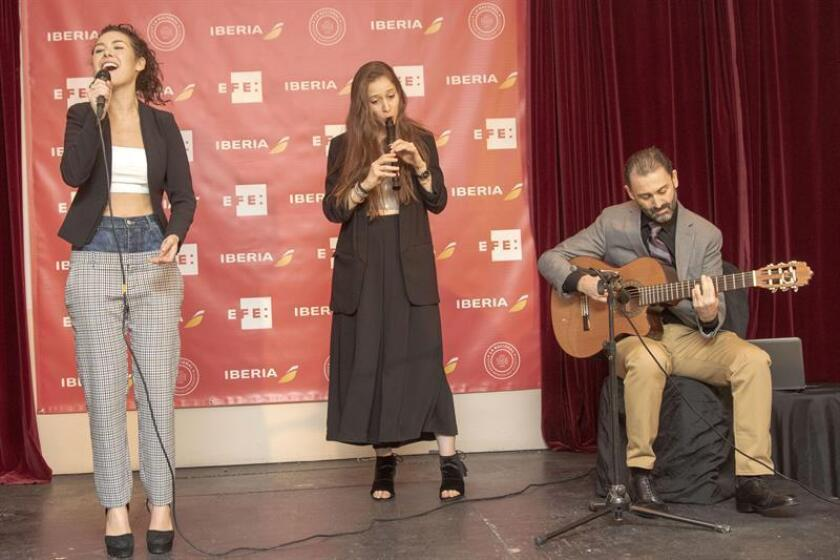 Un concierto de música mediterránea, protagonizado por artistas de diferentes partes del mundo y encabezado por el compositor español Javier Limón a la guitarra, dio hoy la bienvenida en Nueva York al nuevo avión de última generación de la aerolínea Iberia y a su tripulación. EFE