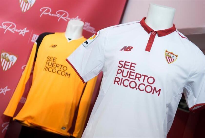 La Cámara de Representantes de Puerto Rico investigará a partir del próximo mes de enero el contrato por el que las camisetas de los jugadores del equipo de la Primera División española del Sevilla muestran publicidad de la isla caribeña. EFE/ARCHIVO