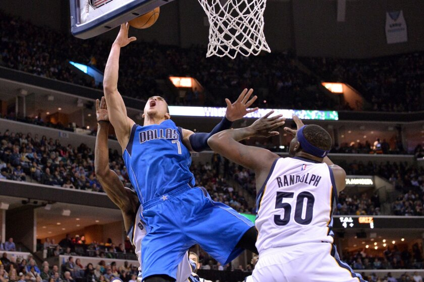 Dallas Mavericks forward Dwight Powell (7) shoots between Memphis Grizzlies forward Zach Randolph (50) and guard Tony Allen, background, in the first half of an NBA basketball game Saturday, Feb. 6, 2016, in Memphis, Tenn. (AP Photo/Brandon Dill)