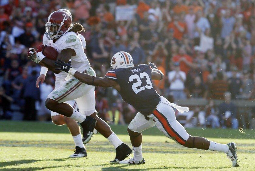 Alabama running back Derrick Henry (2) runs the ball during an NCAA college football game against Alabama, Saturday, Nov. 28, 2015, in Auburn, Ala.Alabama won 29-13. (AP Photo/Butch Dill)