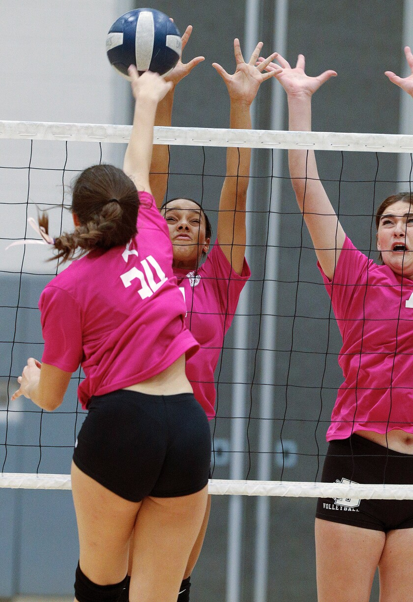 tn-blr-burbank-crescenta-valley-girls-volleyball-20191010-10.jpg