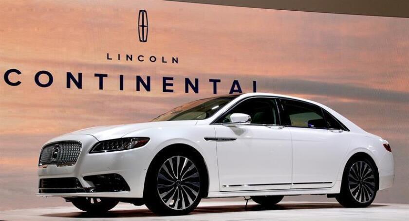 Vista del nuevo prototipo Lincoln Continental durante su presentación en el Salón Internacional del Automóvil de Norteamérica (NAIAS), en el Cobo Center de Detroit, Michigan (Estado Unidos). EFE/Archivo