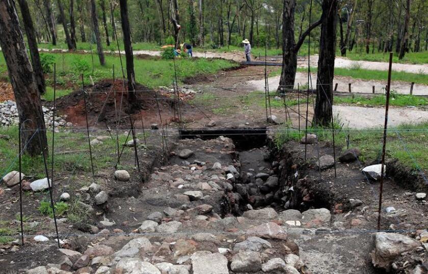 Vista general de restos arqueológicos hoy, jueves 28 de junio de 2018, en el cerro de Amalucan, en el estado de Puebla (México). EFE