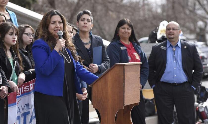 """""""Hoy trabajamos juntos para provocar el cambio. Estoy frustrada por los temas que impactan a nuestra comunidad y siguen sin resolverse"""", dijo Crisanta Durán, presidenta de la Cámara de Representantes local, al abrir la sesión del Día Latino en la Legislatura de Colorado. EFE/Archivo"""