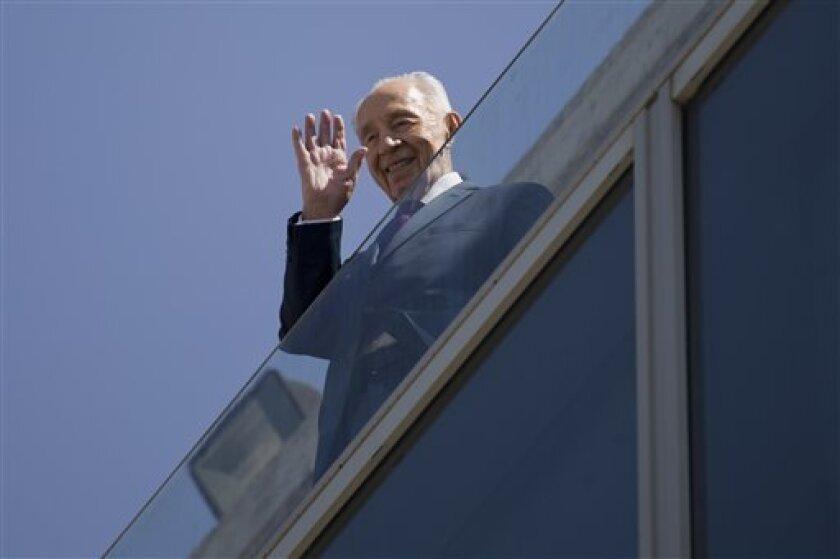 Israel lloraba el miércoles la muerte de Shimon Peres, un expresidente y primer ministro cuya historia personal reflejaba la del estado judío, mientras el gobierno inició los preparativos para su funeral, que se espera reúna a un gran número de líderes y mandatarios de todo el mundo.