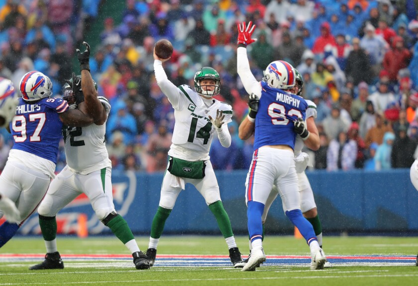 Buffalo Bills defensive end Trent Murphy tries to knock down a pass by New York Jets quarterback Sam Darnold.