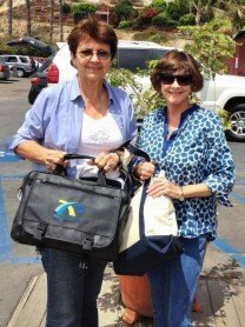 The Del Mar-Solana Beach Rotary Club (DMSB Rotary) recently took one more step in helping to assist and educate the poorest of the poor, especially children and women, of El Salvador.  Earlier this month, Jan Parsons, past president of DMSB Rotary, delivered two satchels containing over 100 eyeglas