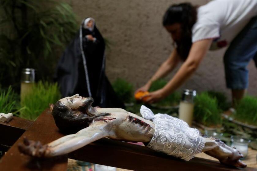"""""""Tienden"""" imágenes de Cristo en México para recordar su muerte"""