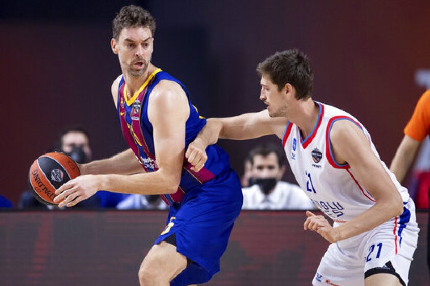 Barcelona's Pau Gasol, left, and Istanbul's Tibor Pleiss in action during their Euroleague final four final basketball match in Cologne, Germany, Sunday May 30, 2021. (Marius Becker/dpa via AP)