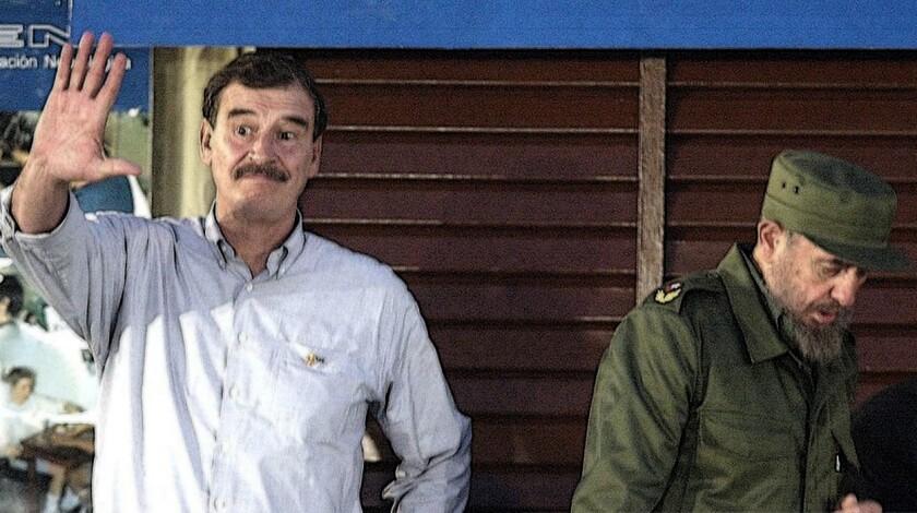 El ex presidente de México, Vicente Fox (i), en una reunión con Fidel Castro.