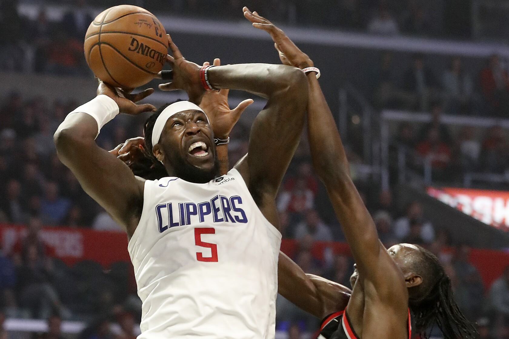 Raptors attack Kawhi Leonard with double teams, but Clippers still get win