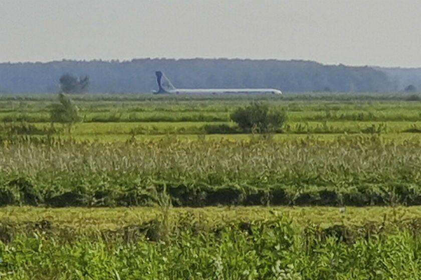 A Russian Ural Airlines' A321 plane made an emergency landing in a cornfield near Ramenskoye, outside Moscow.