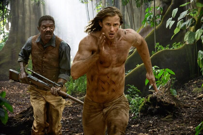 """Samuel L Jackson, izquierda, y Alexander Skarsgard en una escena de """"The Legend of Tarzan""""en una imagen proporcionada por Warner Bros. (Jonathan Olley/Warner Bros. Entertainment via AP)"""
