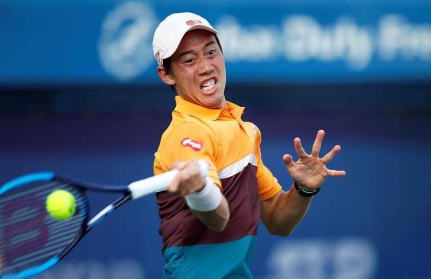 El japonés Kei Nishikori en acción contra el francés Benoit Paire durante el partido de la primera ronda del torneo ATP de Dubái que ambos disputaron este martes, en Dubái, Emiratos Árabes Unidos. EFE