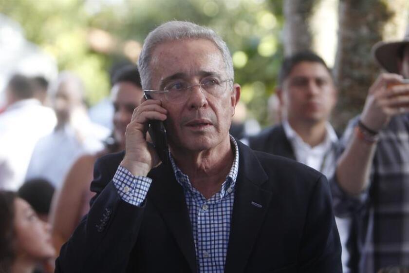 """Una finca del senador y expresidente de Colombia, Álvaro Uribe (2002-2010), y su familia fue la supuesta base de operaciones de un grupo paramilitar en los años 90 del siglo pasado, afirmó hoy el centro de investigación independiente """"National Security Archive"""" (NSA), con sede en Washington. EFE/ARCHIVO"""