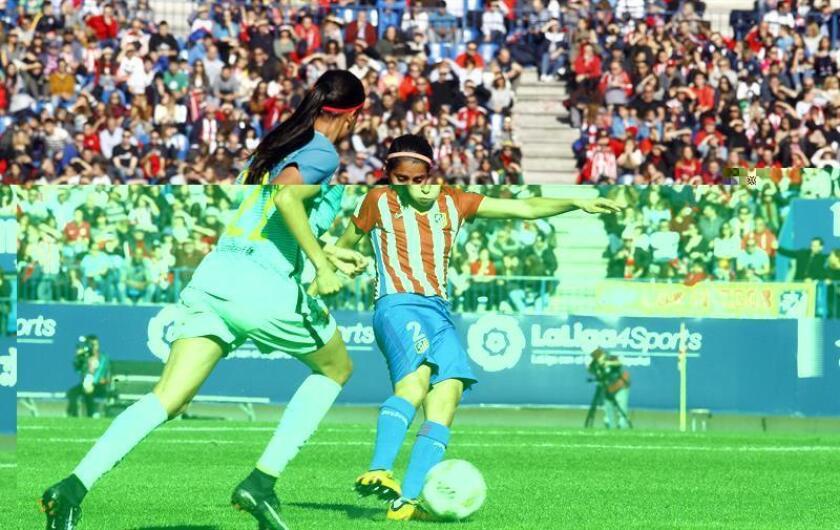 Fotografía facilitada por el Atlético de Madrid de la futbolista Kenti Robles (d) que, junto a Charlyn Corral, son dos mexicanas que han logrado consolidar su carrera en el balompié español. EFE