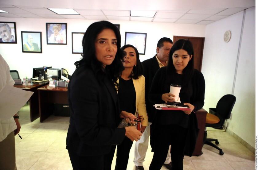 Alejandra Barrales (izq.), dirigente nacional del PRD, informó que en esta semana se reunirá con la Secretaría de Gobernación para revisar los mecanismos de seguridad de aquellos alcaldes perredistas que están expuestos a las amenazas del crimen organizado.