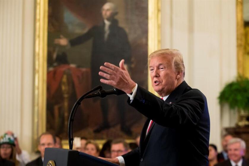 El presidente de los Estados Unidos, Donald J. Trump, habla frente a un retrato de George Washington durante un evento en Washington, DC (EE.UU.). EFE/Archivo