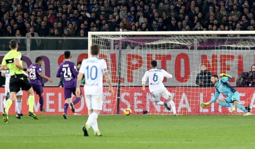 Luis Muriel (2-i) de Fiorentina celebra un gol este miércoles, en un partido de la semifinal de la Copa Italia entre ACF Fiorentina y Atalanta BC en el estadio Artemio Franchi en Florencia (Italia). EFE