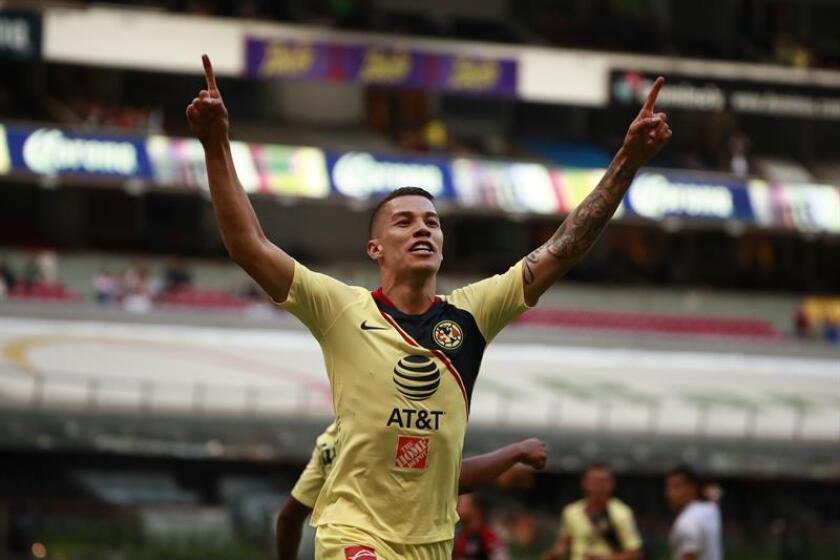 El jugador Andrés Uribe de América festeja una anotación ante Atlas durante el juego correspondiente a la jornada 2 del torneo mexicano de fútbol celebrado, el sábado 28 de julio de 2018, en el estadio Azteca en Ciudad de México (México). EFE/Archivo