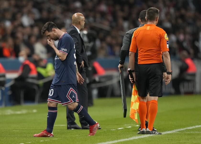 Lionel Messi no oculta su malestar al ser reemplazado a los 75 minutos de un partido entre PSG y Lyon