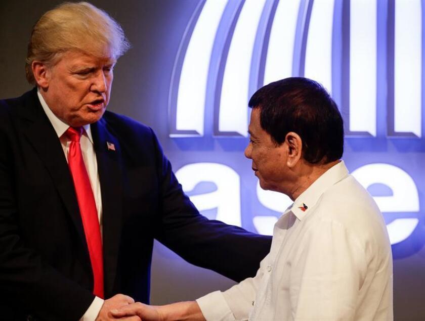 """Trump destaca la """"excelente relación"""" con Duterte en su reunión bilateral"""