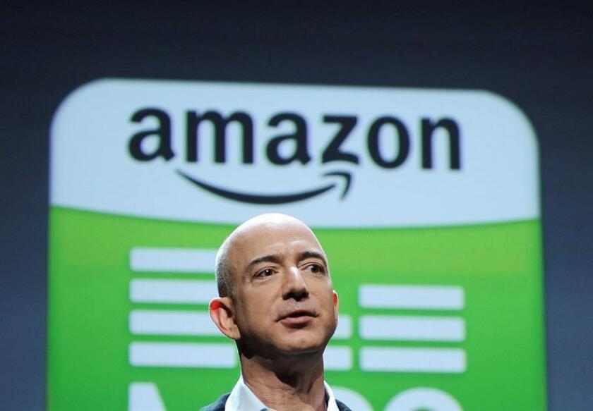 Amazon anunció hoy que ha obtenido 7.046 millones de beneficio neto en lo que va de año, muy por encima de lo ganado en el ejercicio anterior, pero unas proyecciones de futuro menos halagüeñas de lo que se esperaba mermaron la confianza de Wall Street. EFE/ARCHIVO