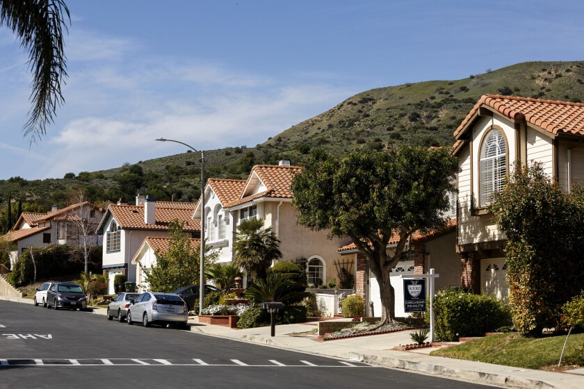 A spate of odor complaints Wednesday in Porter Ranch -- and slightly elevated methane levels -- renewed fears in the Los Angeles neighborhood where a huge leak forced thousands from their homes.