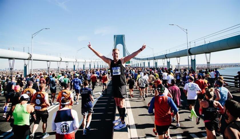 Corredores alrededor del puente de Verrazano-Narrows, el 4 de noviembre de 2018, en la salida de la maratón de Nueva York en Staten Island, Nueva York (EE.UU.) EFE