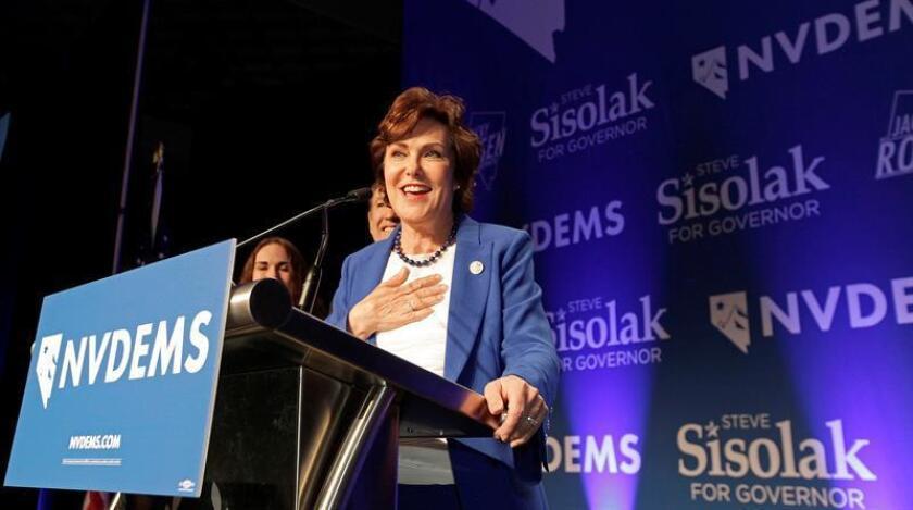 La candidata demócrata Jacky Rosen declara la victoria sobre el senador Dean Heller durante la fiesta de la noche electoral de los comicios legislativos organizada en un hotel y casino de Las Vegas, Nevada (Estados Unidos). EFE