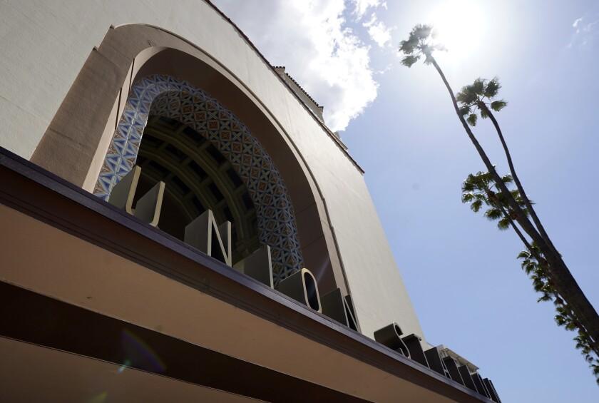 El exterior de Union Station en Los Angeles el 23 de marzo de 2021