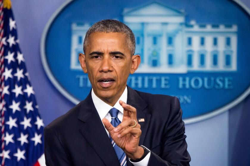 Presidente Barack Obama habla en la sala de prensa de la Casa Blanca en Washington, sobre el fallo de la Corte Suprema que bloquea su plan para proteger de la deportación a millones de inmigrantes en situación irregular. (AP Foto/Andrew Harnik)
