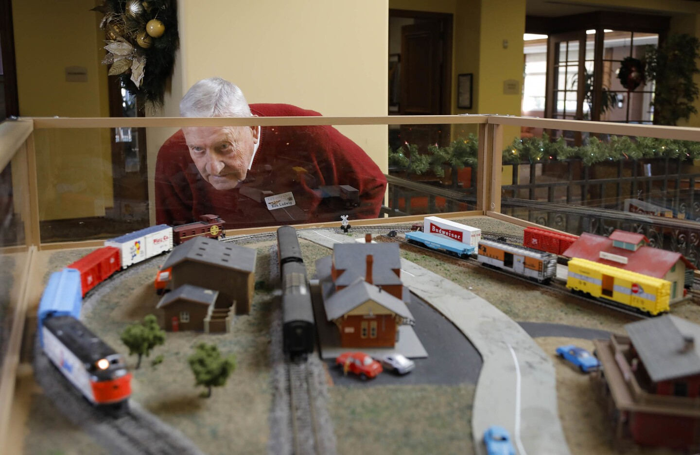 Retired Navy pilot is Carlsbad's 'train man'
