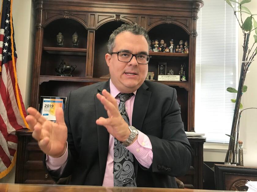 Alex Galvez, abogado de inmigracion