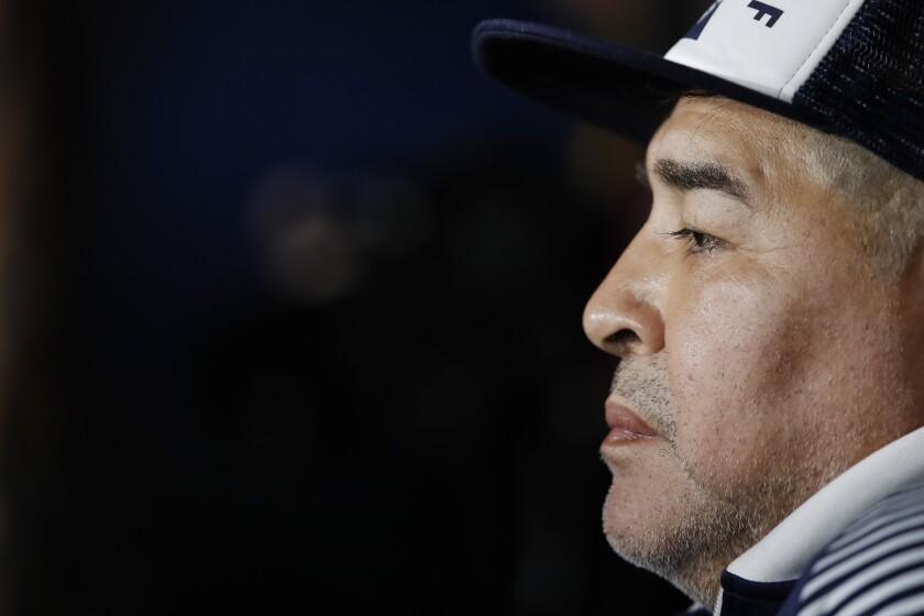 ARCHIVO - En esta foto de archivo del 7 de marzo de 2020, Diego Maradona, entonces técnico de Gimnasia y Esgrima.