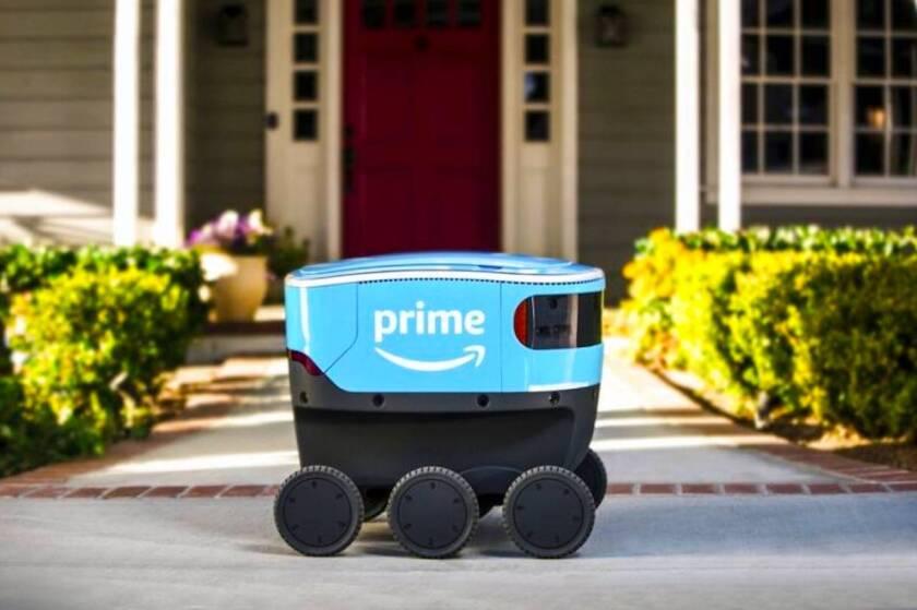 Un robot autónomo de entregas que la empresa Amazon llama 'Scout'.
