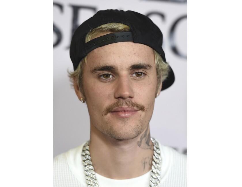 """Justin Bieber llega al estreno en Los Angeles de """"Justin Bieber: Seasons""""."""