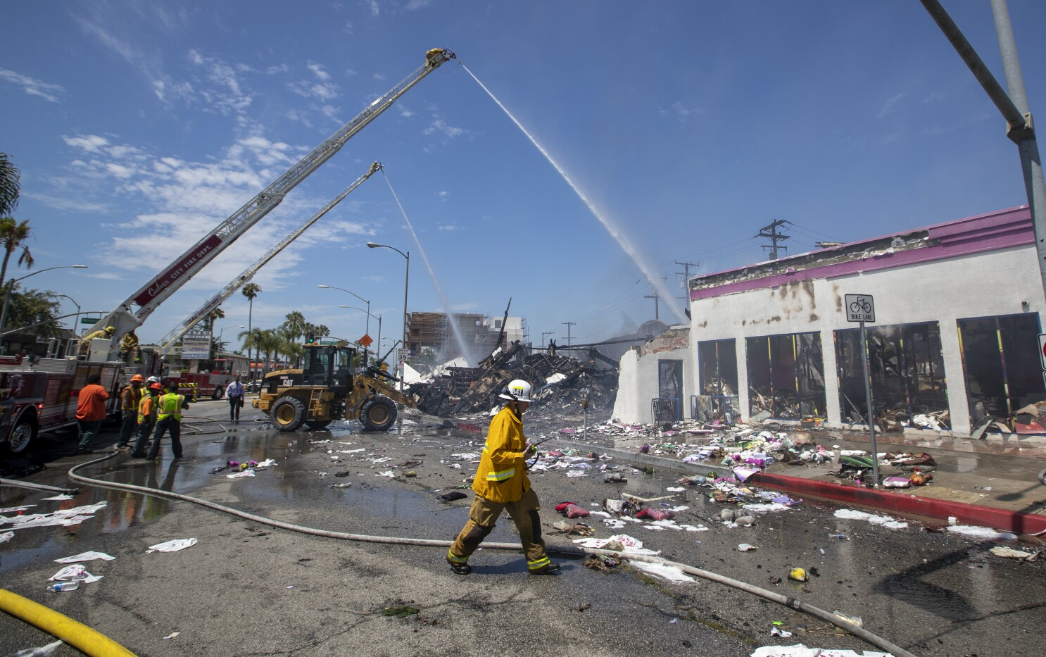 99 Store Near Me >> Stubborn Fire Destroys 99 Cents Only Store In Culver City