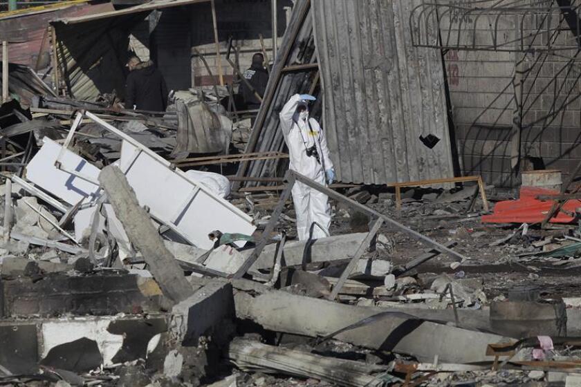 Las autoridades mexicanas elevaron hoy a 32 la cifra de fallecidos por las explosiones registradas en un mercado de pirotecnia en Tultepec, en el central Estado de México, redujeron a 59 el balance de heridos y mantuvieron en 12 los desaparecidos. EFE