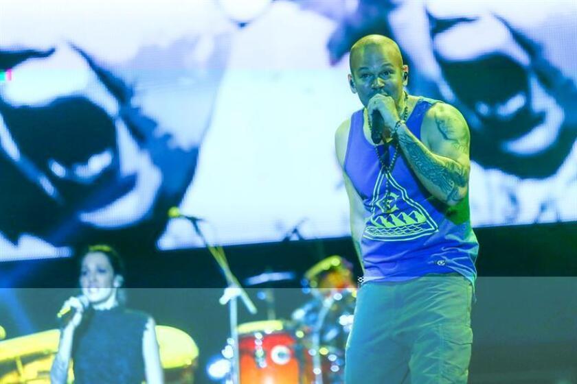 """El cantante puertorriqueño Residente, exvocalista del grupo Calle 13, estrena hoy su página web, un """"espacio interactivo con una visión artística conceptual que recoge el proyecto completo"""". En un comunicado su equipo de relaciones públicas en Puerto Rico informó hoy que la misma puede buscarse bajo la dirección """"residente.com"""". EFE/ARCHIVO"""