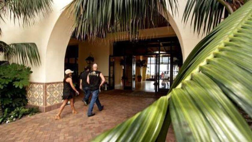 la–fi–adv–hotels–comebac