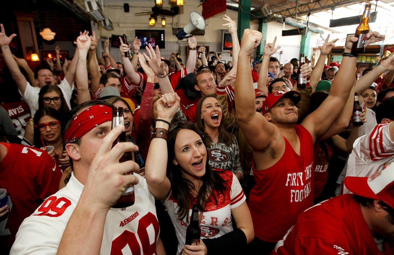 Exuberant 49ers fans fill Pacific Beach bar
