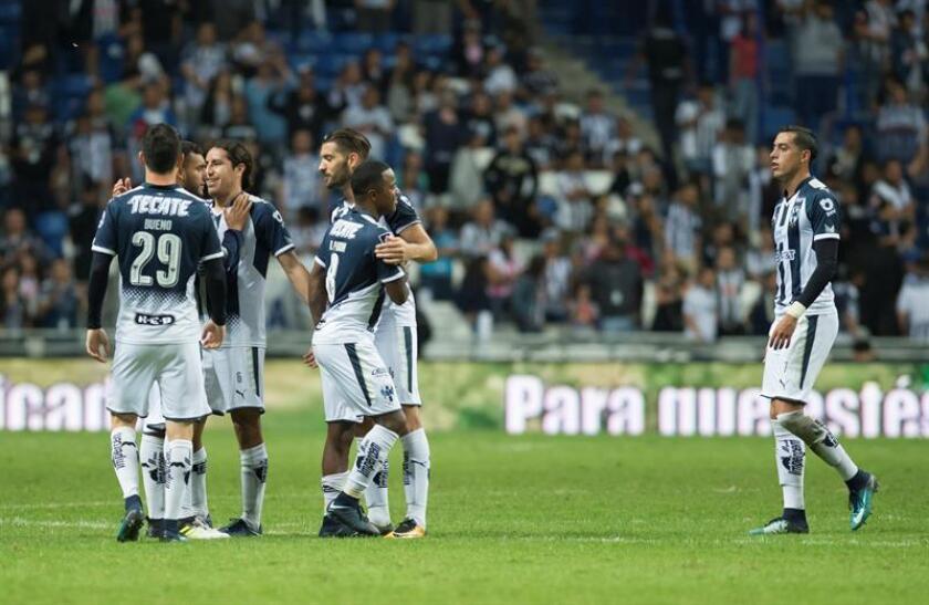Los Rayados del Monterrey y los Tigres UANL, protagonistas de la final del Apertura 2017, saldrán este jueves en busca de dar el primer golpe a su rival en el partido de ida que se jugará en el estadio Universitario, casa de los felinos. EFE/ARCHIVO