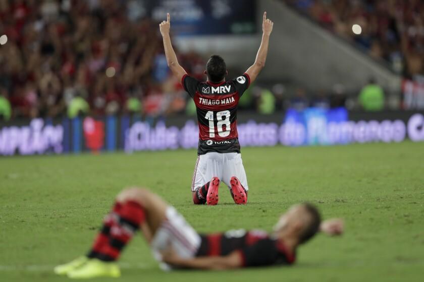 Thiago Maia del Flamengo de Brasil celebra tras la victoria