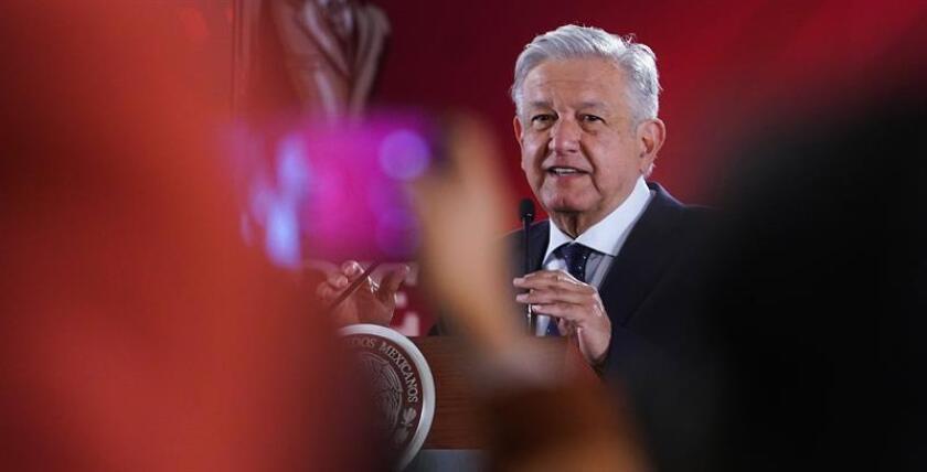 Fotografía cedida por la Presidencia de México que muestra al mandatario Andrés Manuel López Obrador este martes durante su rueda de prensa matutina en Palacio Nacional en Ciudad de México (México). EFE/Cortesía Presidencia de México/SOLO USO EDITORIAL