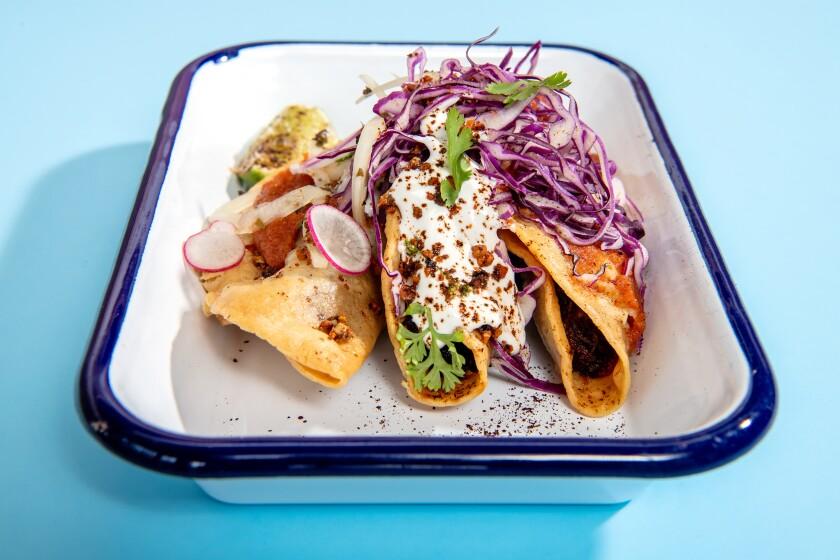 Amá•cita fried tacos