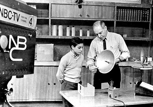 "Don Herbert, with a young guest on his show in the 1960s, starred in ""Watch Mr. Wizard"" for 14 years on NBC starting in 1951. He died today at age 89."